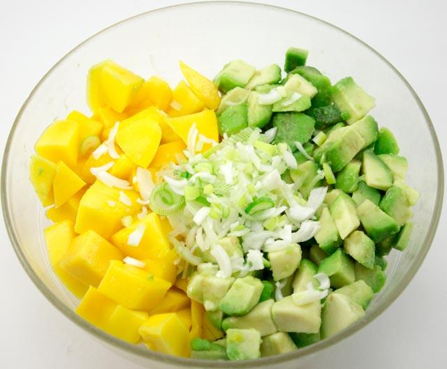 Hühnerfilets auf Mango Avocadosalat