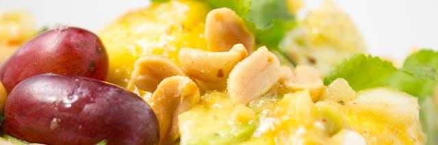 Sommerlicher Mango Trauben Avocadosalat aus Myanmar