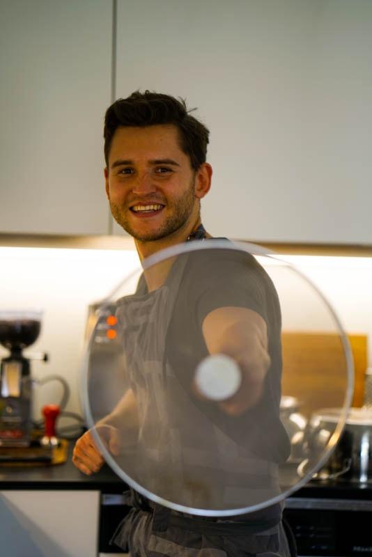 Kaffeekrusten-Rinderfiletsteak in scharfer Mango-Salsa