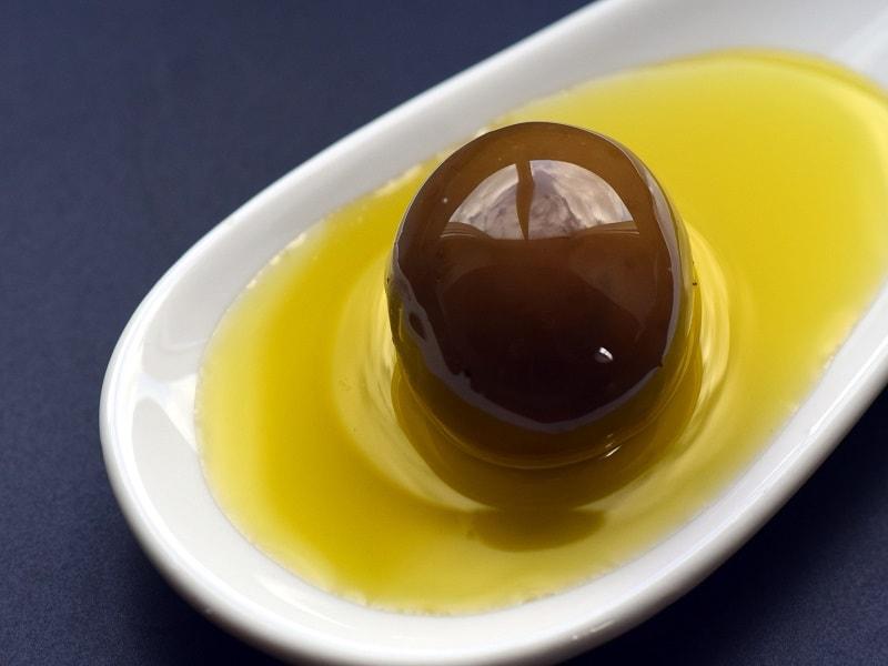 Darauf solltest du beim Kauf und der Lagerung von Olivenöl achten