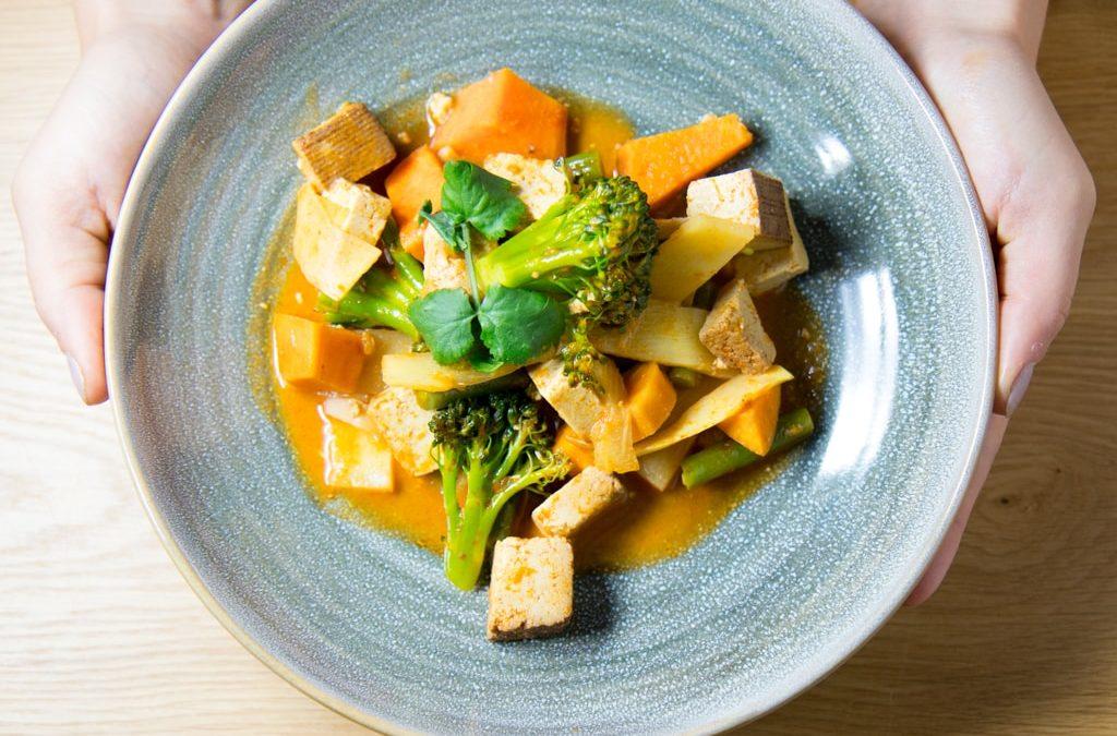 Bangkok Süßkartoffel Curry mit geräuchertem Tofu in Kokosmilch