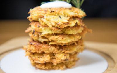 Leckere Kartoffelpuffer mit Joghurt-Knoblauchsauce (inklusive Backofen-Variante)